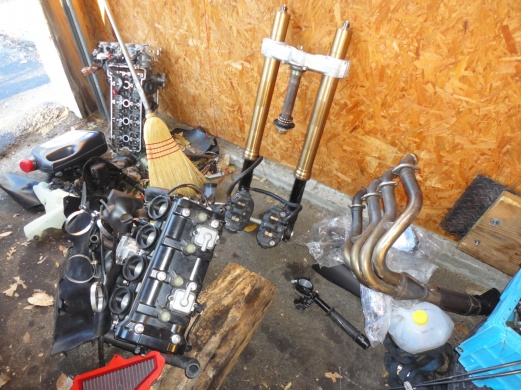 08-10 ZX10R Motor parts, forks, and misc parts-bulk.jpg
