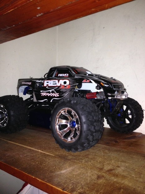 TRAXXAS REVO 3.3 For sale-img_1027.jpg