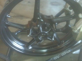 *****R1 Wheels for sale and gsxr 1000 parts*******-r1_2.jpg