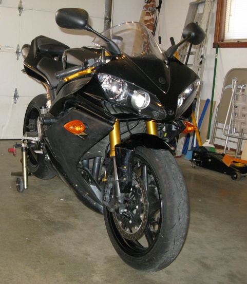 2008 YAMAHA YZF R1 WITH A SALVAGE TITLE